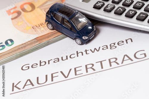 Autokauf Gebrauchtwagen Mit Geld Und Kaufvertrag Stockfotos Und