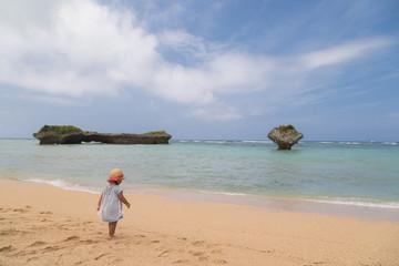 沖縄のビーチと女の子