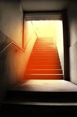 scale metropolitane con riflesso abbagliante