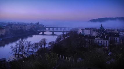 Morgenansicht entlang der Karlsbrücke, Stadt - Prag, Tschechische Republik
