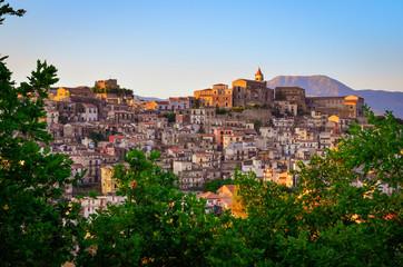 Scenic sunset view of Castiglione di Sicilia village, Sicily Fototapete