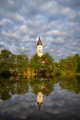 Kirche am See in Prutting, Landkreis Rosenheim
