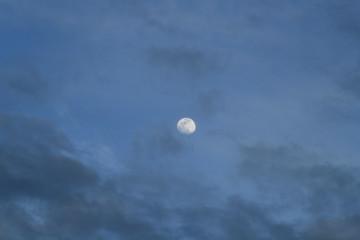 青空と月と雲