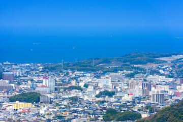 下関市街地と日本海