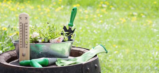Gartenwerkzeug mit Freiraum für Text