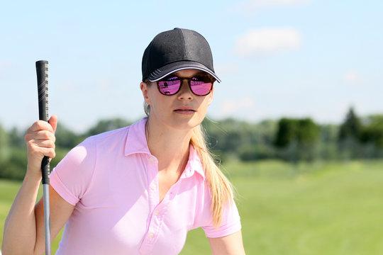 Golferin im Sommer