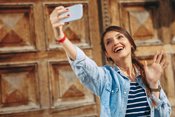 Young woman doing seflie in the city
