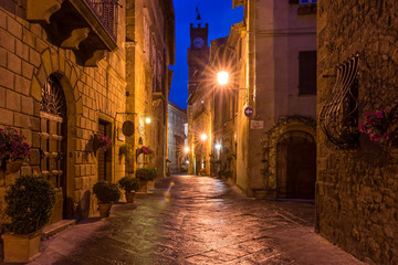 Fototapete - Beautiful alley in Pienza, Historic city, Old town, Tuscany, Italy