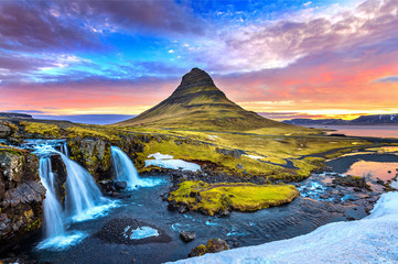 Foto auf AluDibond Insel Kirkjufell at sunrise in Iceland. Beautiful landscape.
