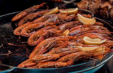 shrimp with lemon in a large bowl