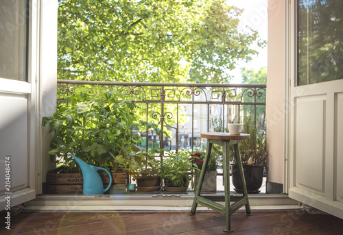 urban gardening auf dem balkon immagini e fotografie royalty free su file 204048474. Black Bedroom Furniture Sets. Home Design Ideas