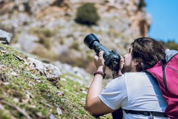 Sesión fotográfica del modelo en la montaña