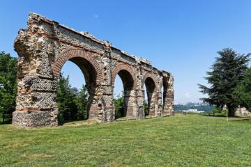 Fototapeten Ruinen Arches de l'aqueduc Romain du Gier