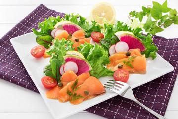 サーモンと野菜サラダのオードブル
