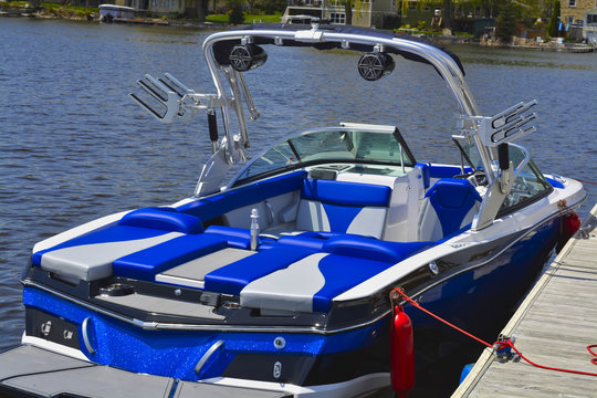 Power Boat - Water Skiing Boat
