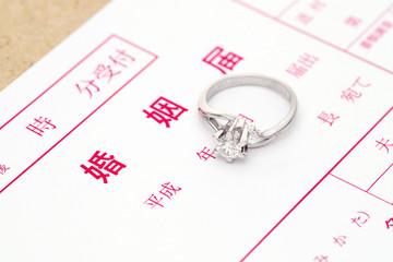 婚姻届 結婚 指輪