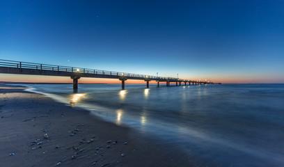 seebrücke bei nacht
