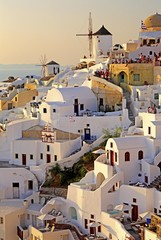 Townscape on the slope of the cliffs with windmills in the evening sun, Oia, Santorini, Thira, Cyclades, Aegean Islands, Aegean Sea, Greece, Europe