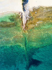 Fototapete - Overhead shot of sandy beach and turquoise sea