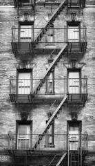 Fond de hotte en verre imprimé New York City Black and white picture of fire escapes, one of the New York City symbols, USA.