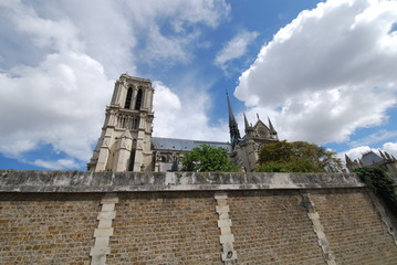 Notre Dame de Paris; sky; cloud; historic site; building
