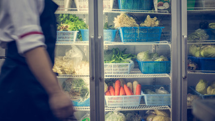 Refrigerator with vegetable