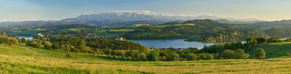 Szeroka panorama Pienin i Tatr
