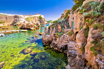 Poster de jardin Ruelle etroite Dubrovnik historic port and city walls view