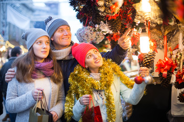 married couple with a teenage daughter at Christmas market