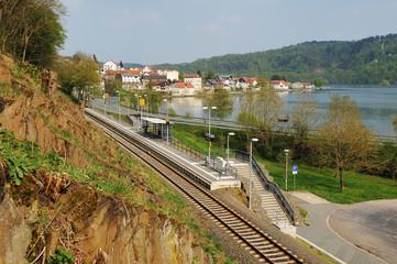 Herzhausen am Edersee mit Nationalparkbahnhof