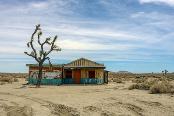 Abandoned building, upper Mojave