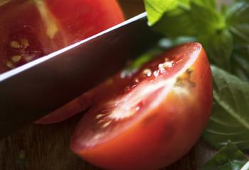 Cutting a tomato photography recipe idea