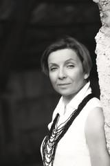 портрет женщины чёрно белая фотография