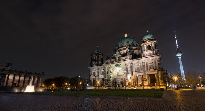 Der Berliner Dom am Abend