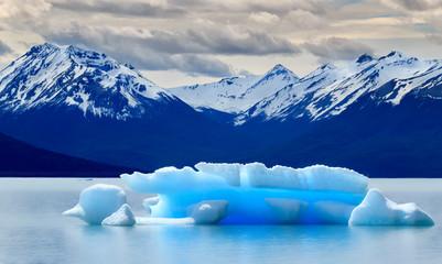 Iceberg on Argentino lake / Eisberg auf Lago Argentino