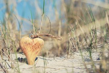 Holzherz am Strand