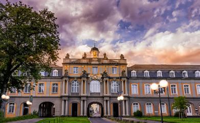 Universität Bonn zum Sonnenuntergang