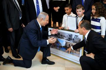 Israeli Prime Minister Benjamin Netanyahu and Jerusalem Mayor Nir Barkat look at old and new photos of Jerusalem, ahead of a special cabinet meeting marking Jerusalem Day, at the Bible Lands Museum in Jerusalem
