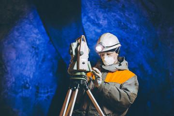 underground geologist mining