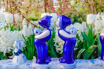 Figuren aus blauem Delfter Porzellan