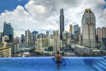 Fototapete - Swimming pool view of the modern skyline of Panama City ,
