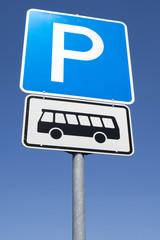 Deutsches Verkehrszeichen: Parkplatz für Kraftomnibusse