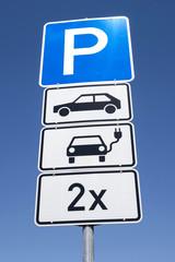 Deutsches Verkehrszeichen: Parkplatz für elektrisch betriebene Personenkraftwagen