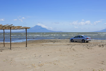 Сан Хуан Дель Сур , Никарагуа, Озеро Никарагуа. Вулкан Момотомбо.  Недалеко от Сан Хуан Дель Сур находится неглубокое озеро Никарагуа, на берегу которого находятся два действующих вулкана.