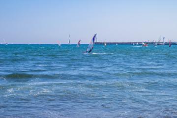 片瀬東浜とウィンドサーファー