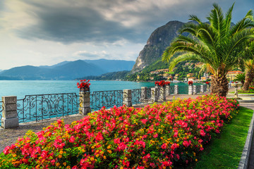 Wall Mural - Colorful flowers and spectacular park, Lake Como, Lombardy region, Italy