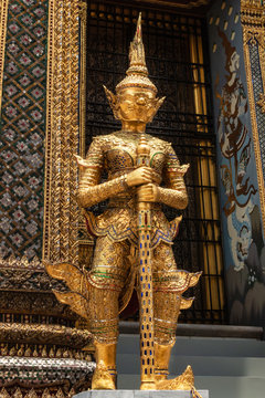 Bangkok, Großer Palast: Goldener Deva (buddhistische Schutzgötter)