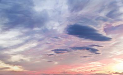nubes en el cielo antes de amanecer