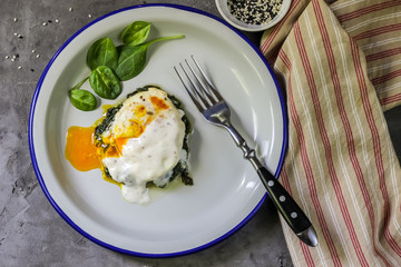 Florentine eggs with pureed spinach