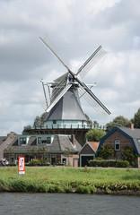 Spoed Fotobehang Molens Windmühle De Gouden Engel bei Alkmaar